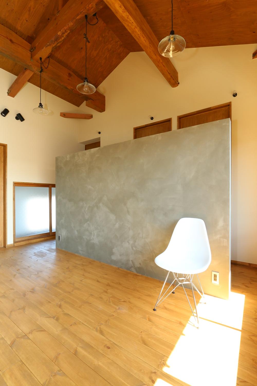 カフェ風の空間とオリジナルキッチンが私らしさ。実家の2階を憧れの空間へ。