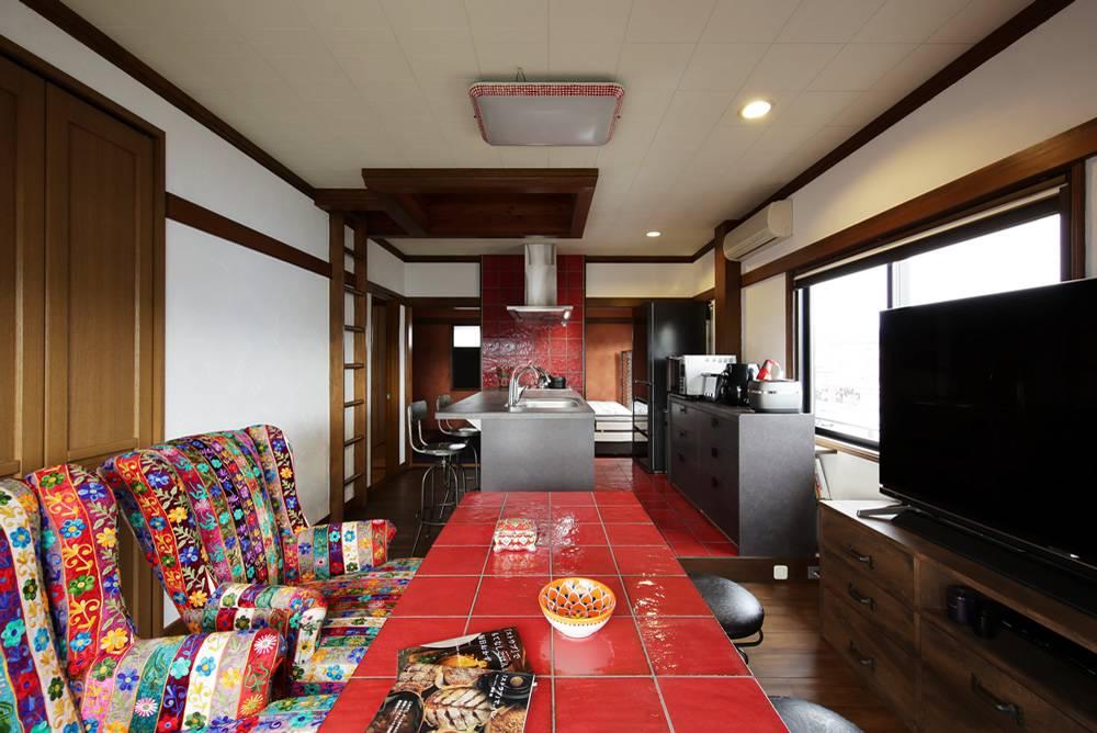 12畳の限られた空間の主役はキッチン。食べることをメインに考えるのが私らしさ。