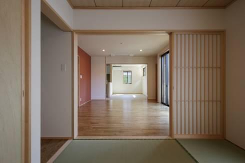 和室からリビング。一番奥はダイニング。